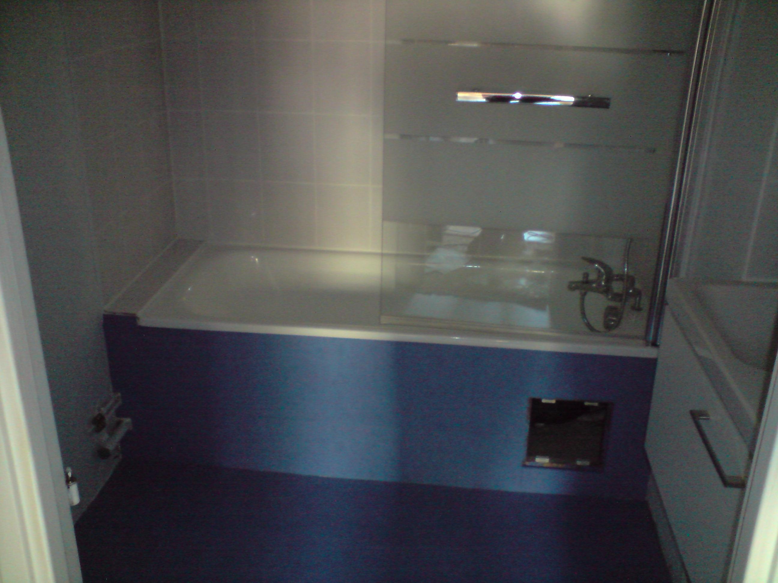 R novation d un appartement la salle de bain - Tablier de baignoire a carreler ...