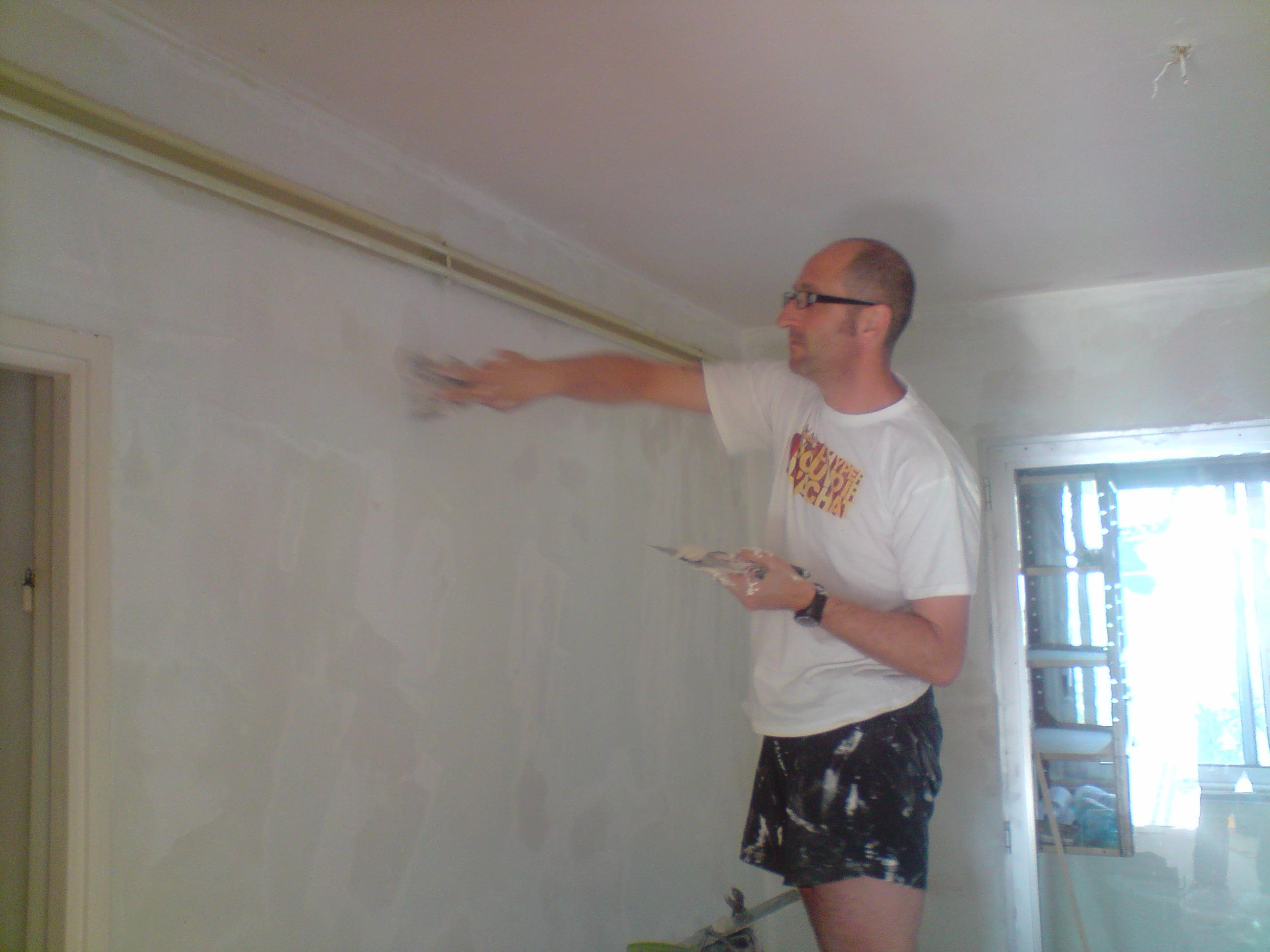 R novation d un appartement a enduit dans la cuisine for Enduire mur interieur