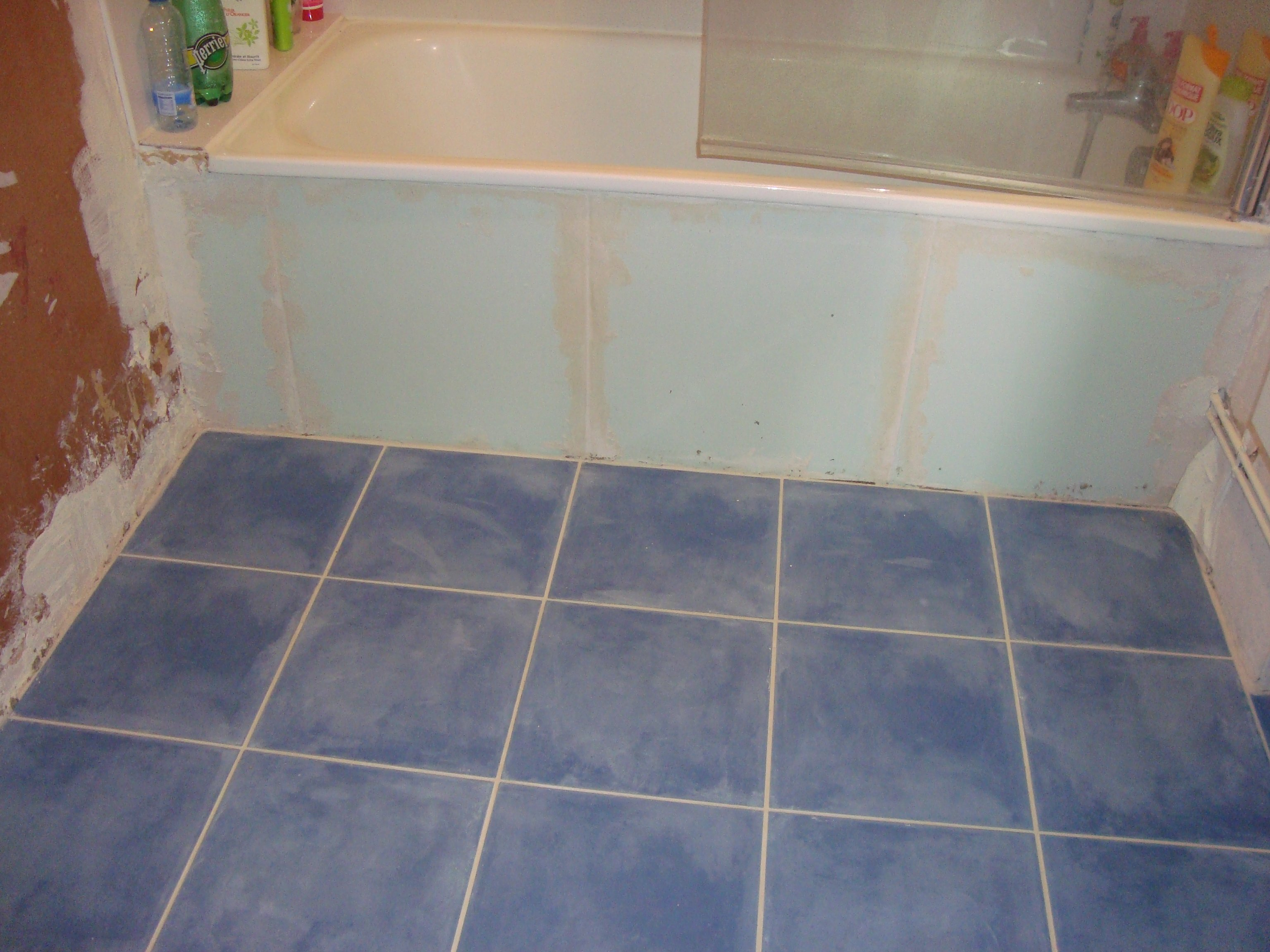 R novation d un appartement la salle de bain for Peindre les joints de carrelage au sol
